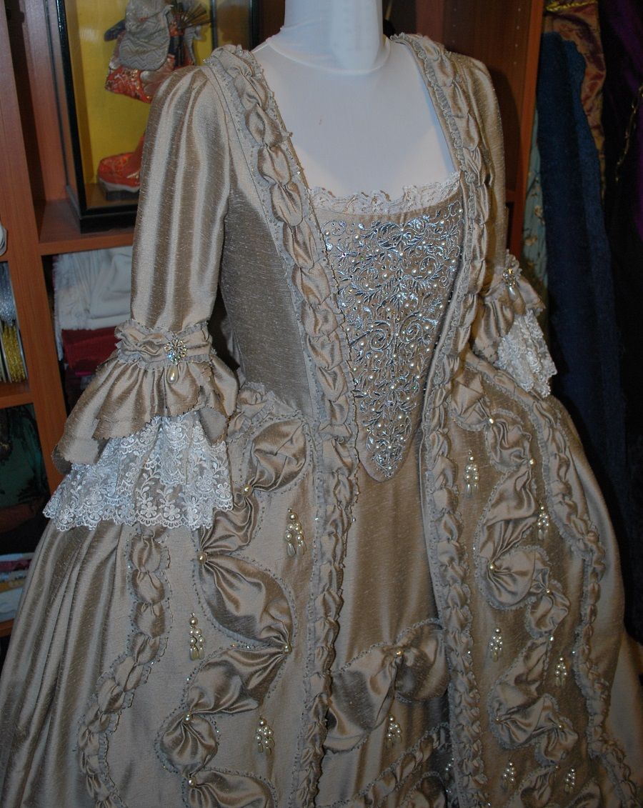 taupe-robe-a-la-francaise-done-10