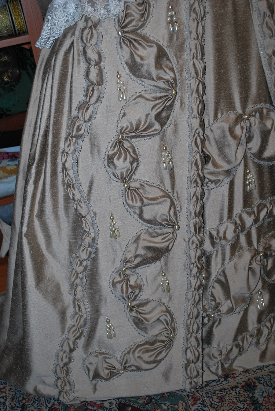taupe-robe-a-la-francaise-done-11
