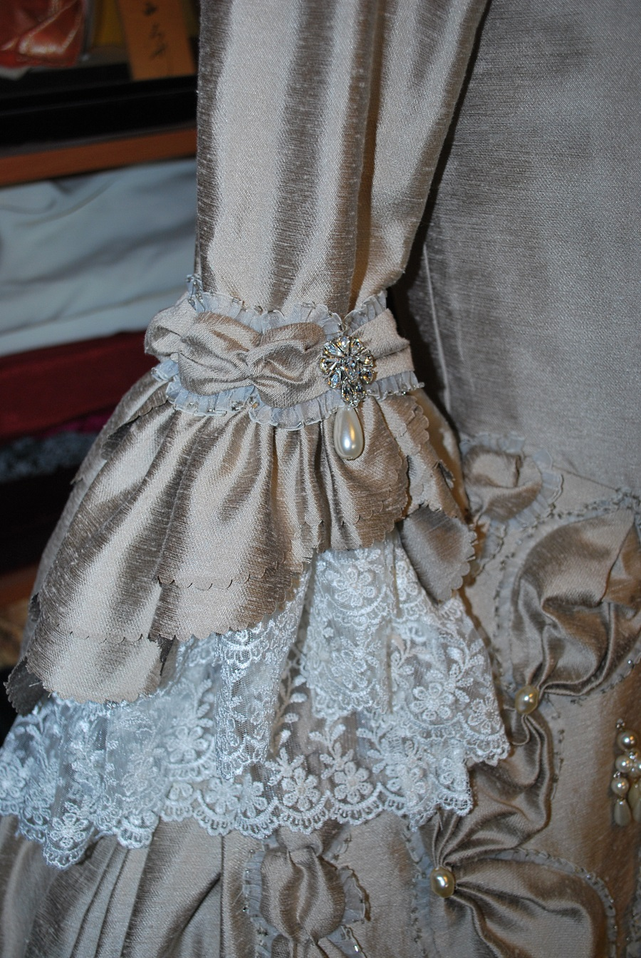 taupe-robe-a-la-francaise-done-3