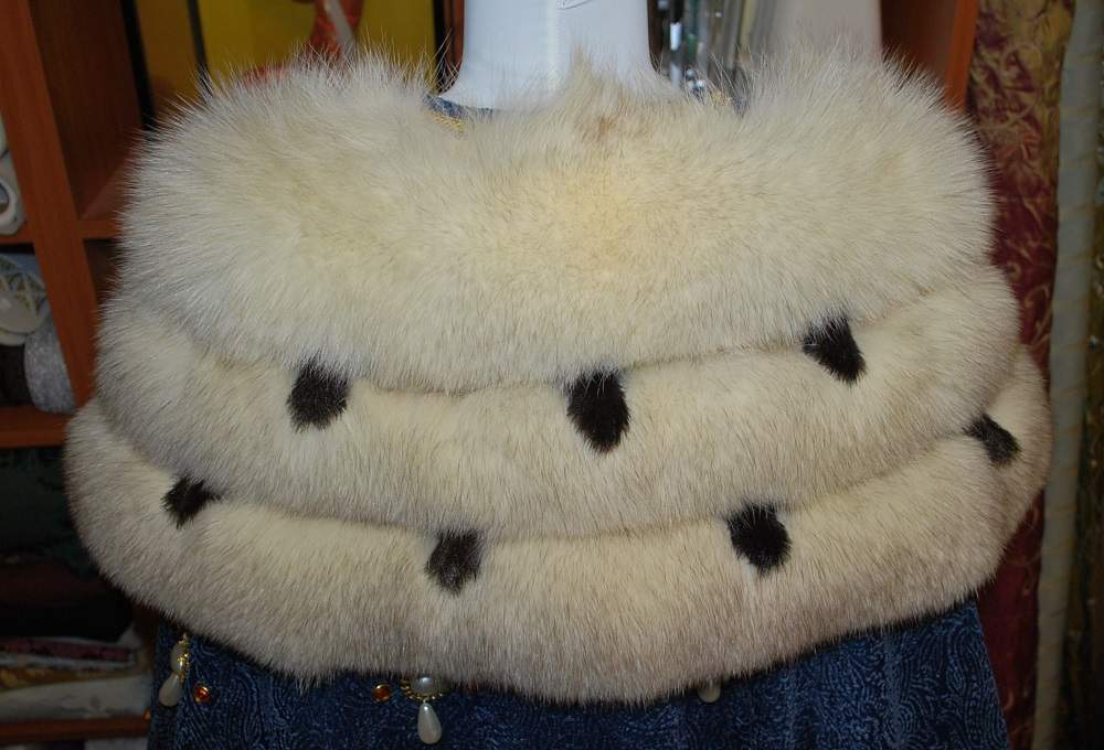 jeweled-ermine-royal-cloak-1