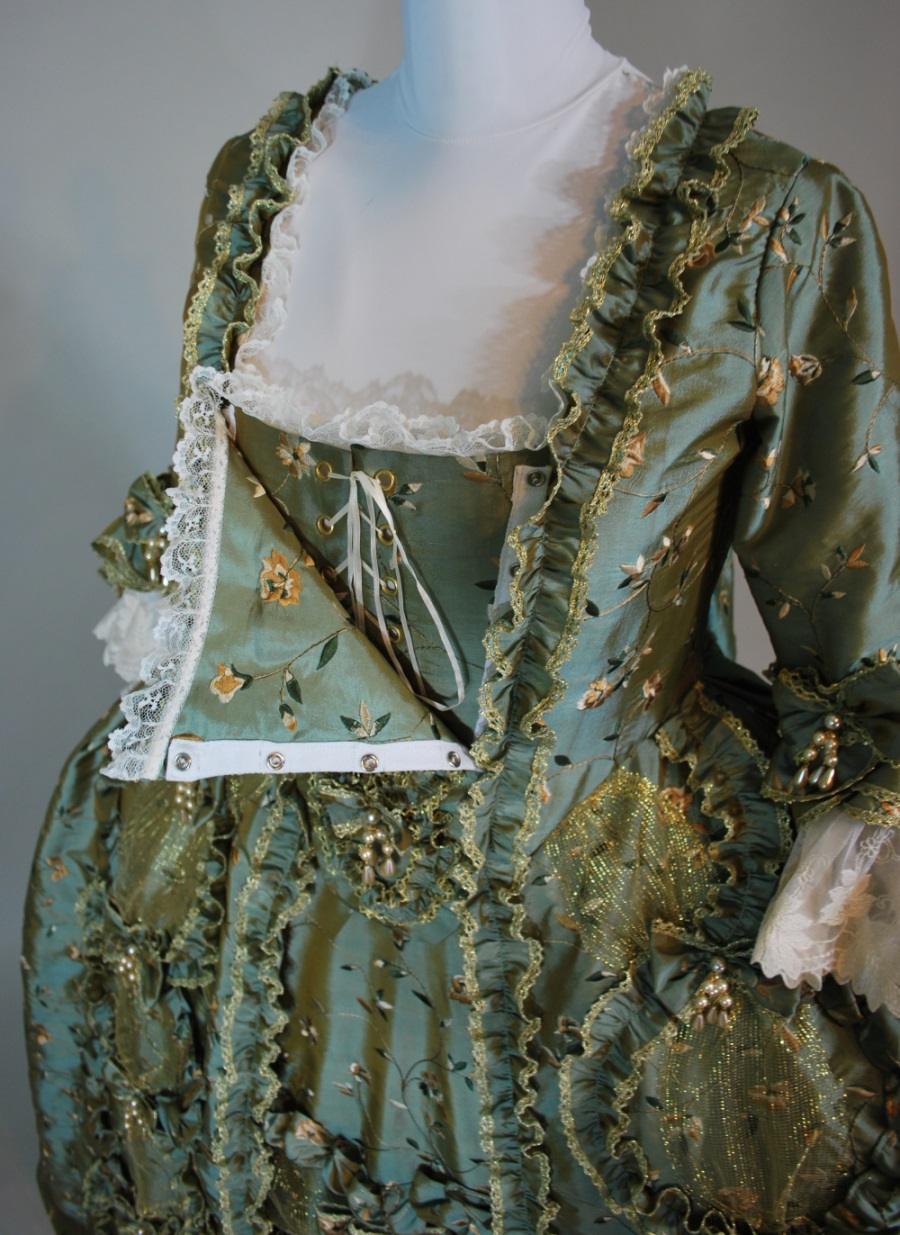 wreath-robe-a-la-francaise-1-900