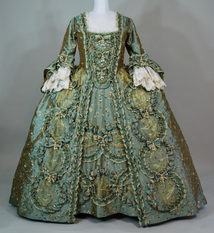 Wreath Robe a la Francaise